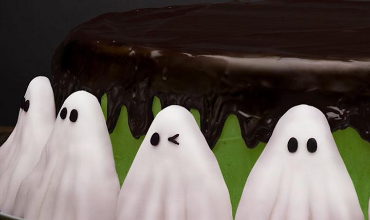 「ハロウィンケーキの間違いさがし」