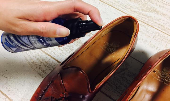 雨に濡れてしまった靴の正しいお手入れ方法をご紹介します。